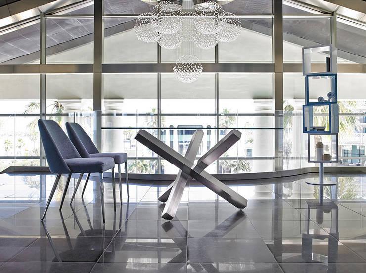 Mesas de refeições Dining tables www.intense-mobiliario.com  ADMIRAL: Sala de jantar  por Intense mobiliário e interiores;