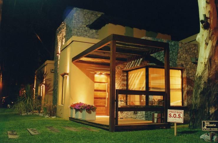 Casa en Valeria del Mar: Casas de estilo  por Diego Porto Arquitecto