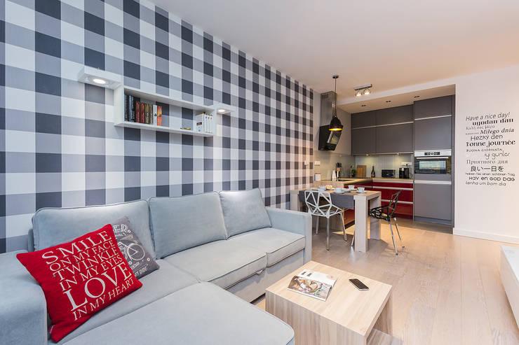 Czerwono-czarne : styl , w kategorii Salon zaprojektowany przez ZAWICKA-ID Projektowanie wnętrz