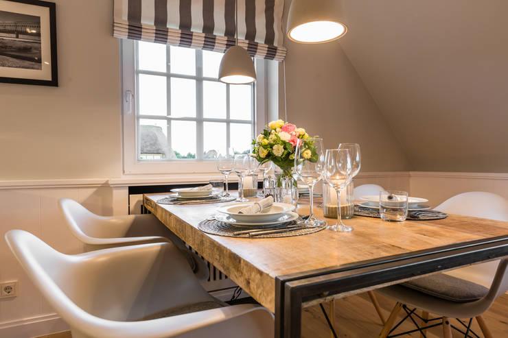 Livings de estilo rural por Home Staging Sylt GmbH