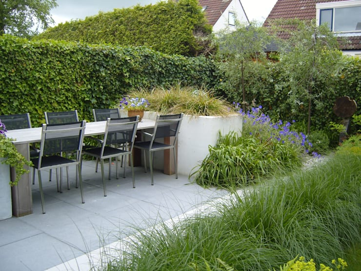 Moderne tuin in Franeker:  Tuin door Joke Gerritsma Tuinontwerpen