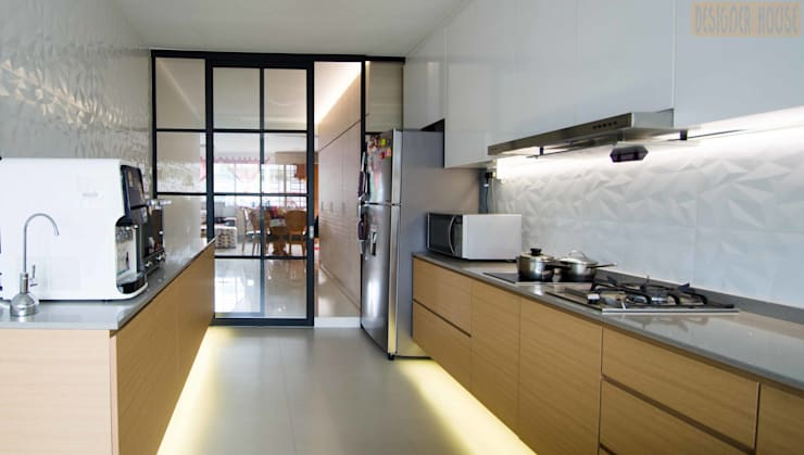 Potong Pasir Renovation:  Kitchen by Designer House
