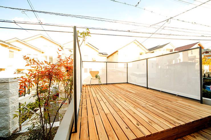 Hiên, sân thượng by SWITCH&Co.