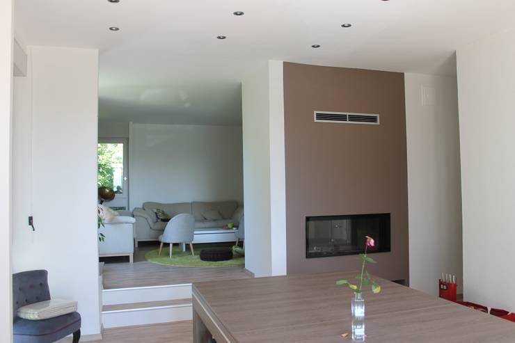 Modern Media Room by Agence ADI-HOME Modern Iron/Steel