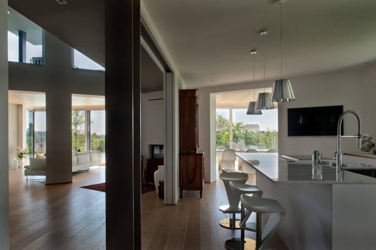 Cozinhas modernas por iarchitects