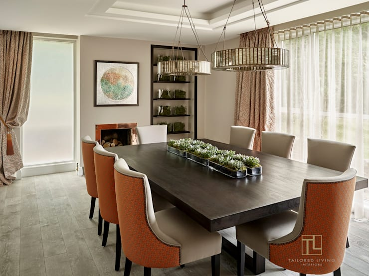 Elegant dining room:  Dining room by Tailored Living Interiors
