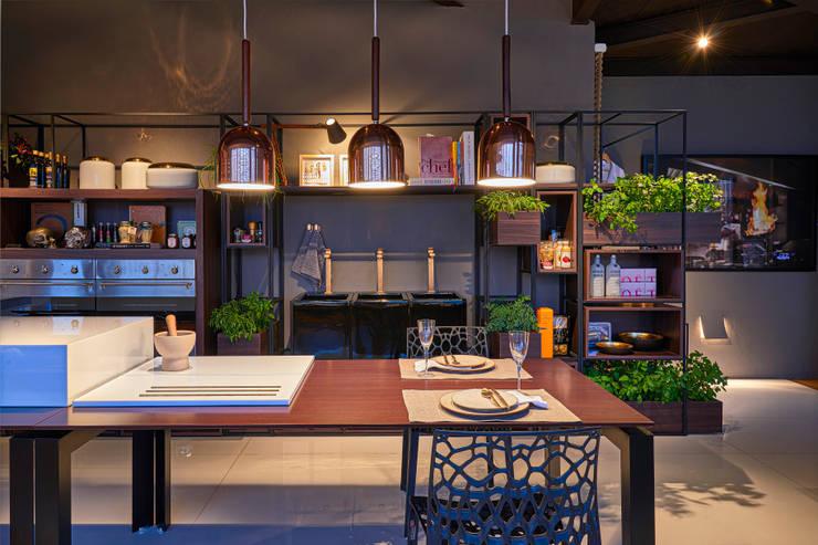 titulo provisório: Salas de jantar modernas por MARCOS DE PAULA ARQUITETURA E INTERIORES