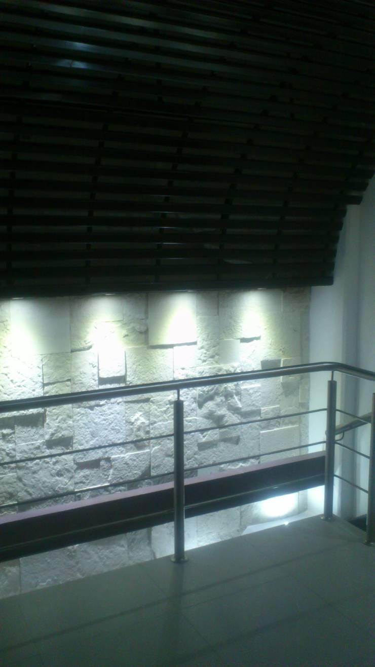 OFICINAS CORPORATIVAS : Oficinas y tiendas de estilo  por Diseño Aplicado Avanzado de Guadalajara