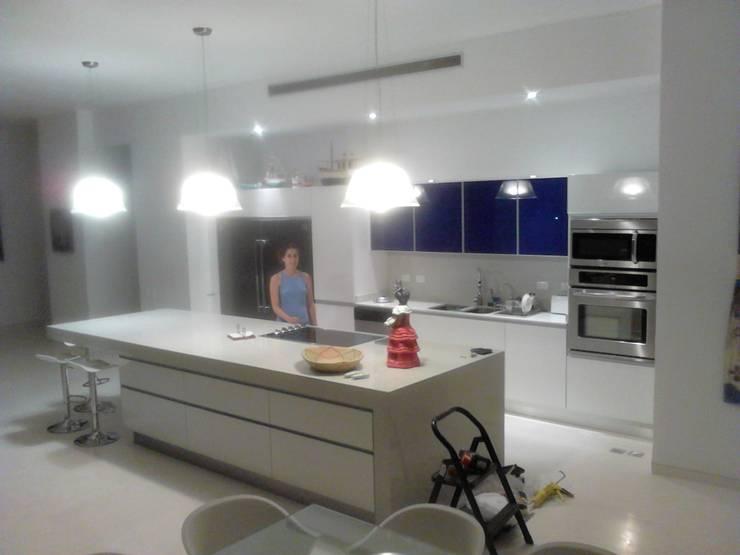 Mobiiario Cocina PH Morro de La Mar: Cocina de estilo  por Emrotaca