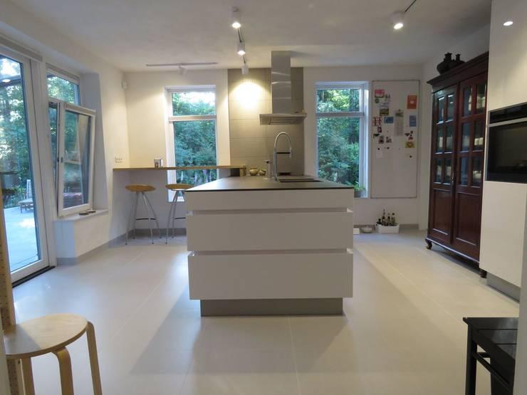 Diverse gerealiseerde projecten in Nederland:  Keuken door Pieter de Jong Keukens , Modern