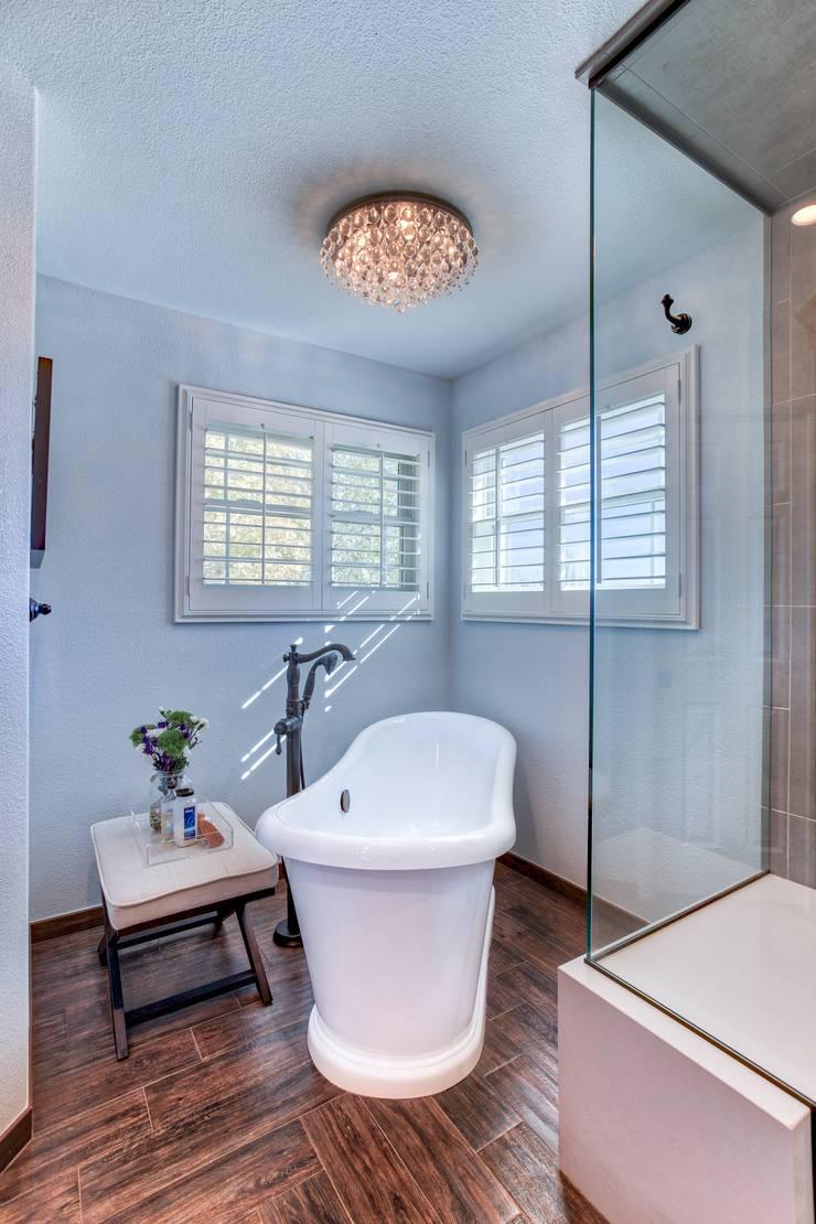 Country Estates Master Bath : classic Bathroom by Studio Design LLC