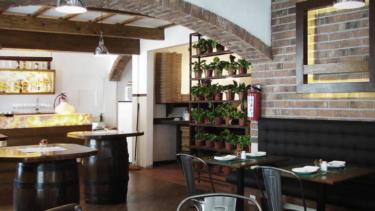 ZONA DE PIZZA: Restaurantes de estilo  por Labinterfases