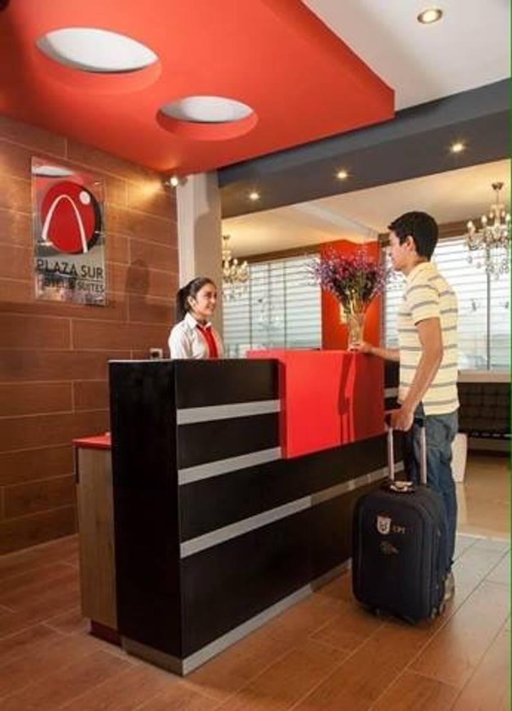 recepción: Hoteles de estilo  por diseño integral y construcción sac, Moderno