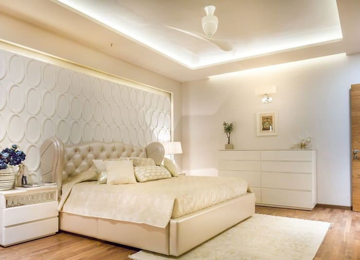 Magnolia Apartments : classic Bedroom by Vijay Kapur Designs