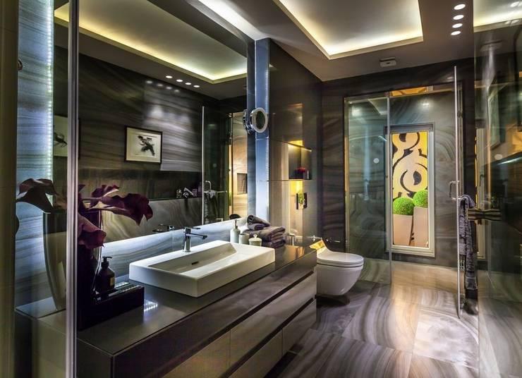Magnolia Apartments :  Bathroom by Vijay Kapur Designs