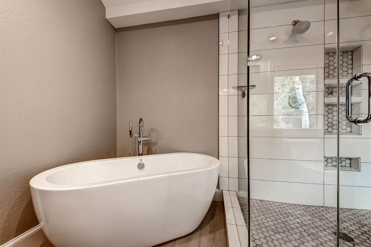 Heritage Greens Kitchen and Bathroom : classic Bathroom by Studio Design LLC