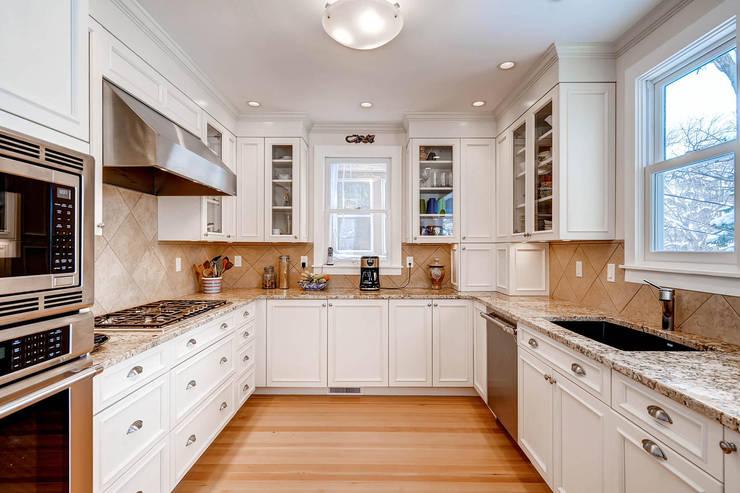 Projekty,  Kuchnia zaprojektowane przez Studio Design LLC