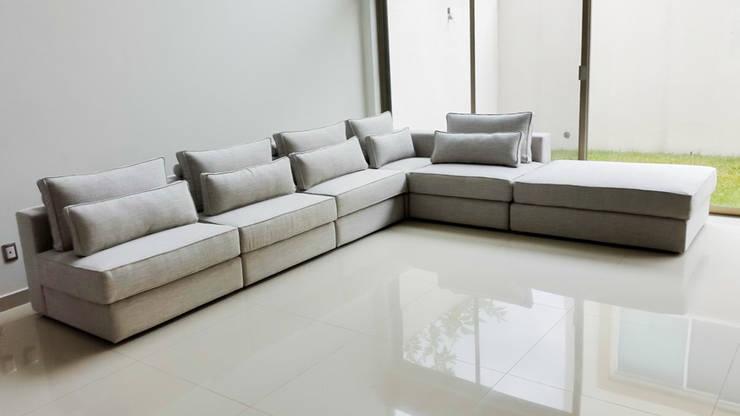 Sala modular: Salas de estilo  por AZULNOGAL