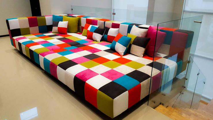 NOSOTROS: Salas de estilo  por AZULNOGAL
