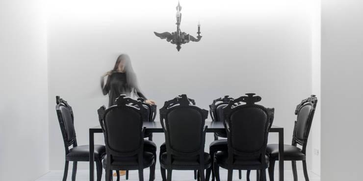 MONOCHROME:  Dining room by l i n e a r c h i t e c t s