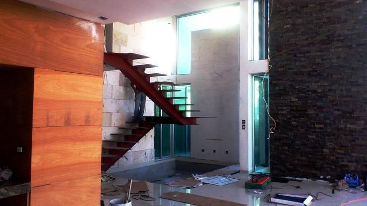 CASA BALLENA: Pasillos y recibidores de estilo  por DISEÑO APLICADO AVANZADO DE GUADALAJARA 2