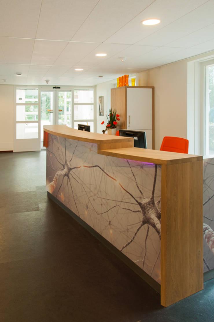 Balie ontwerp | achterzijde:  Kantoren & winkels door Joyce Bark