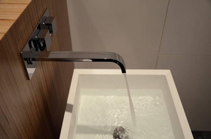 Casa de banho social em apartamento: Casa de banho  por Dynamic444