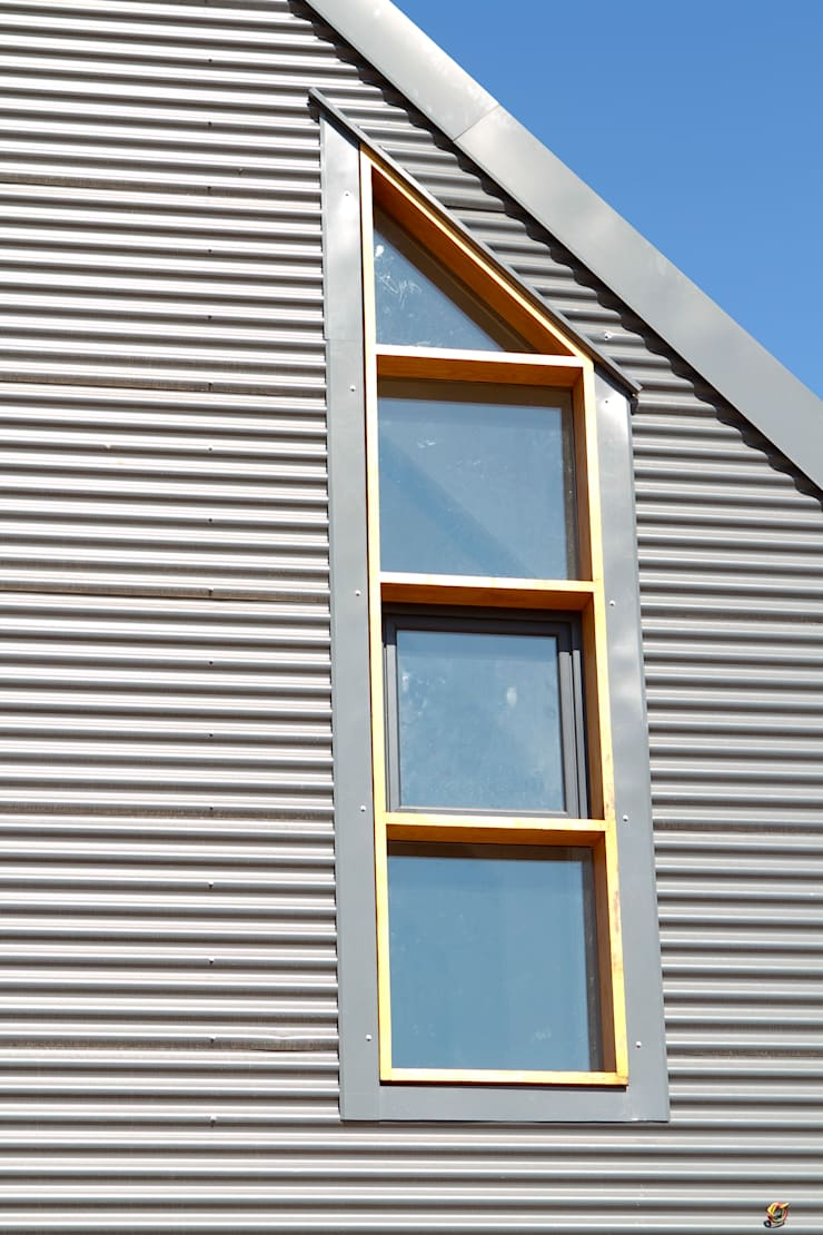 Barn House - barn window:  Houses by Strey Architects