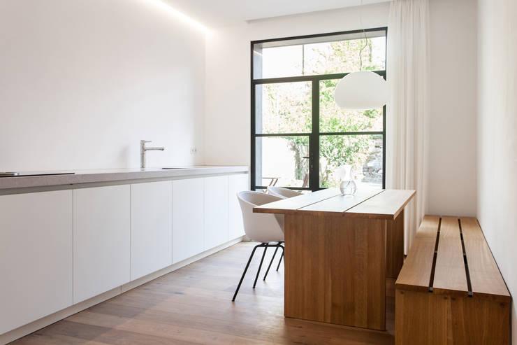 Woonkeuken Huis 20x3:  Keuken door Tim de Graag, Modern Hout Hout