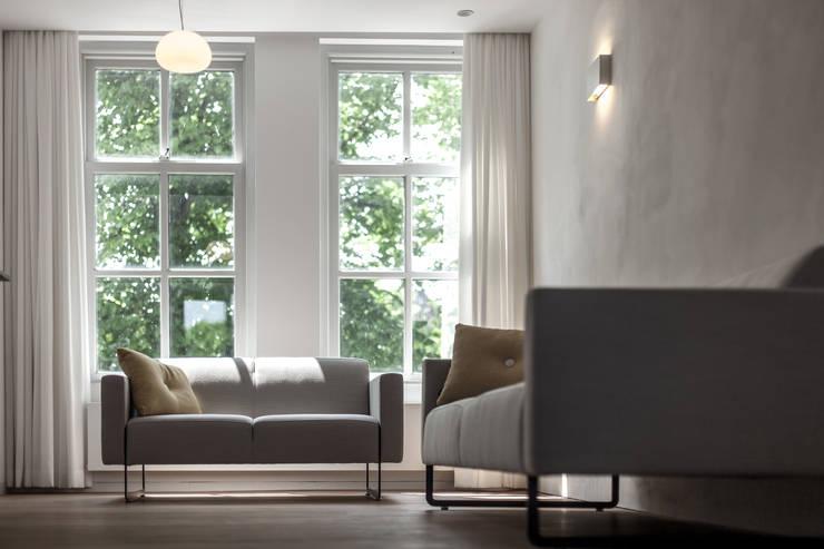Woonkamer Huis 20x3:  Woonkamer door Tim de Graag, Modern Massief hout Bont