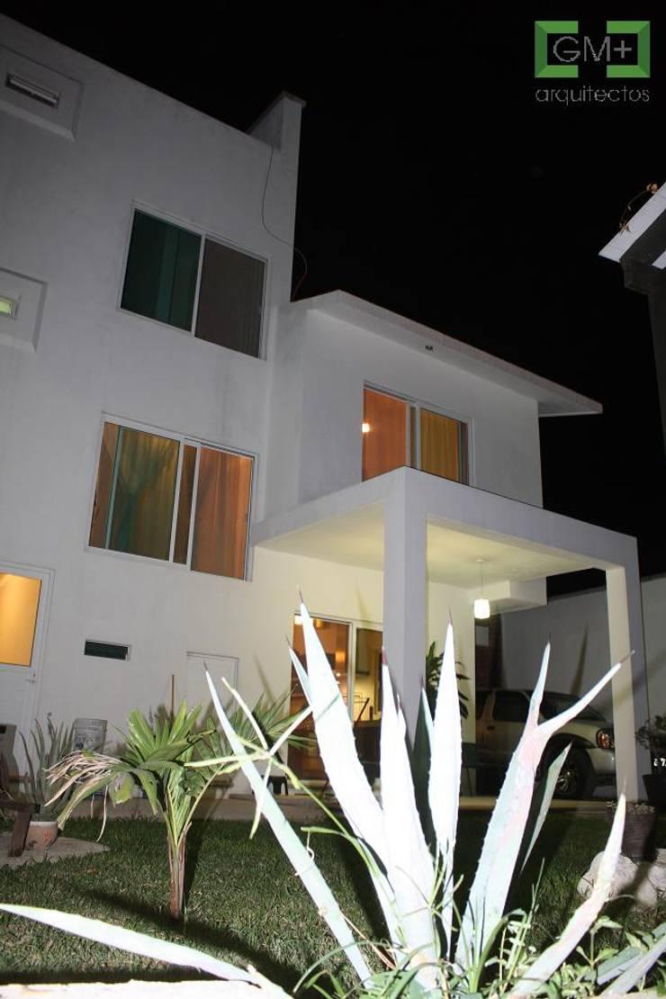 Residencia <q>RM-07</q>: Casas de estilo  por [GM+] Arquitectos