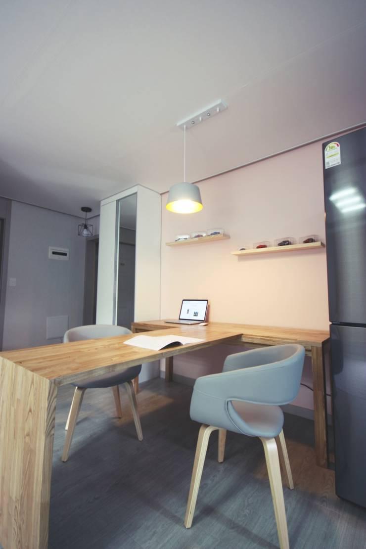 [홈라떼] 경기도 광주 신혼부부의 15평 전세집 홈스타일링: homelatte의  다이닝 룸,