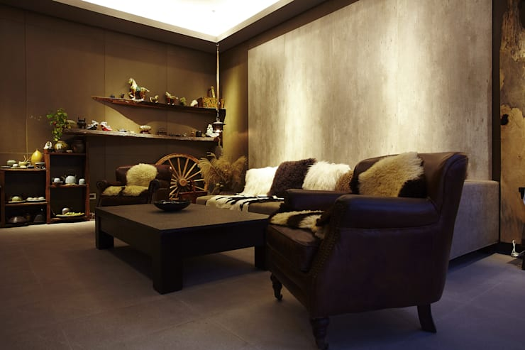 Living room by 戎馬整合設計