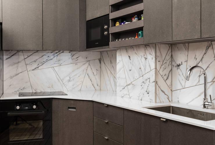 Kitchen by STUDIO RAZAVI ARCHITECTURE