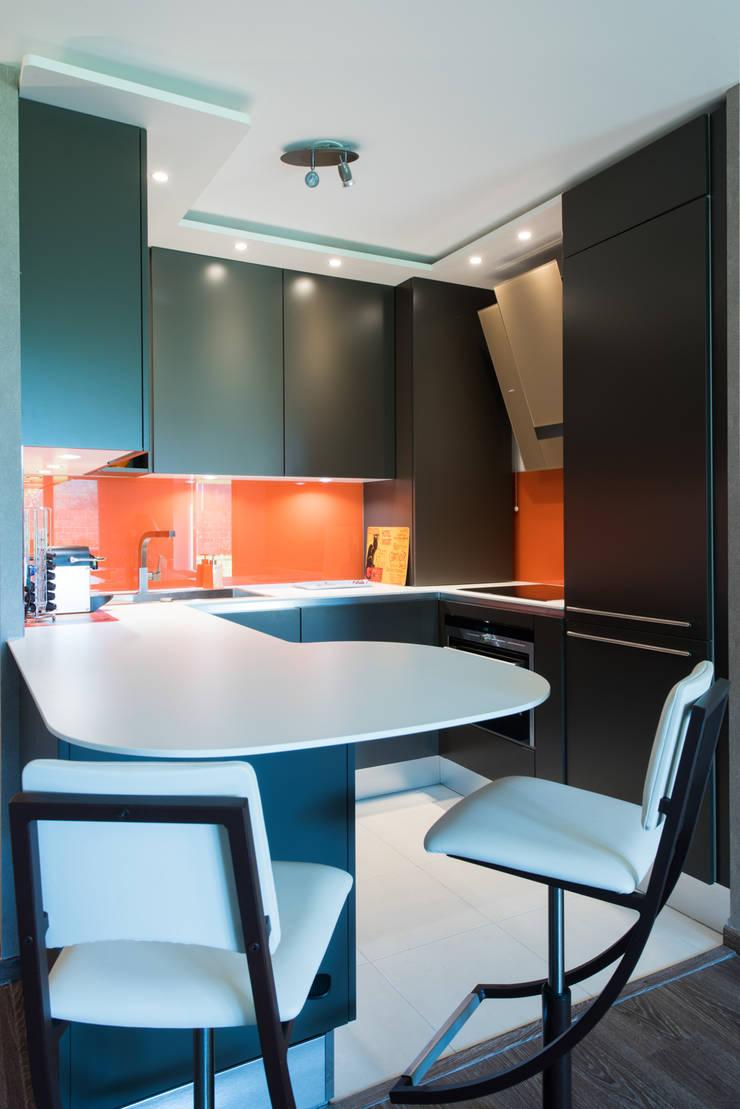 Cuisine orange laqué modèle Sigma, ouverte sur salon, style chic et ...