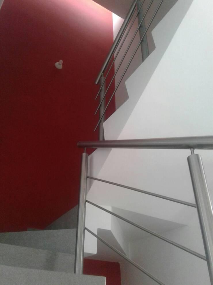 CASA PICASO: Pasillos y recibidores de estilo  por Diseño Aplicado Avanzado de Guadalajara