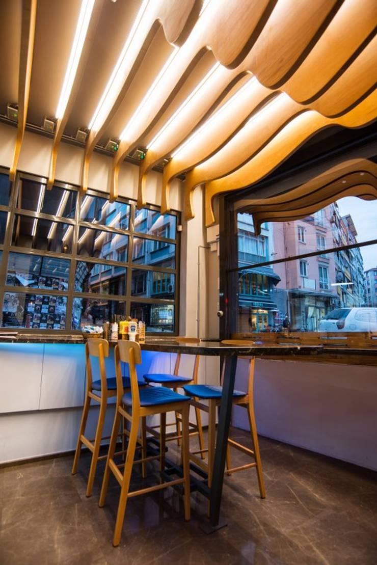 UCE studio – Mini eatery:  tarz Yeme & İçme, Modern