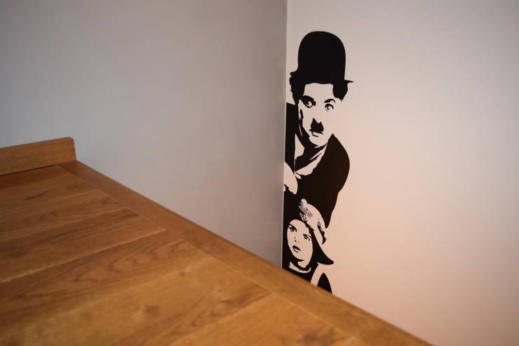 Il Monello: Ingresso & Corridoio in stile  di Fabio Ricchezza architetto