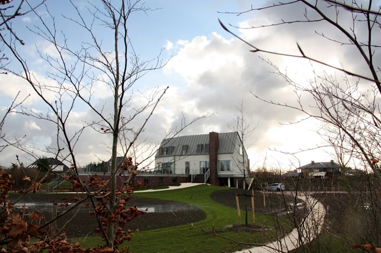 House on a Hill:  Huizen door Architectenbureau Jules Zwijsen