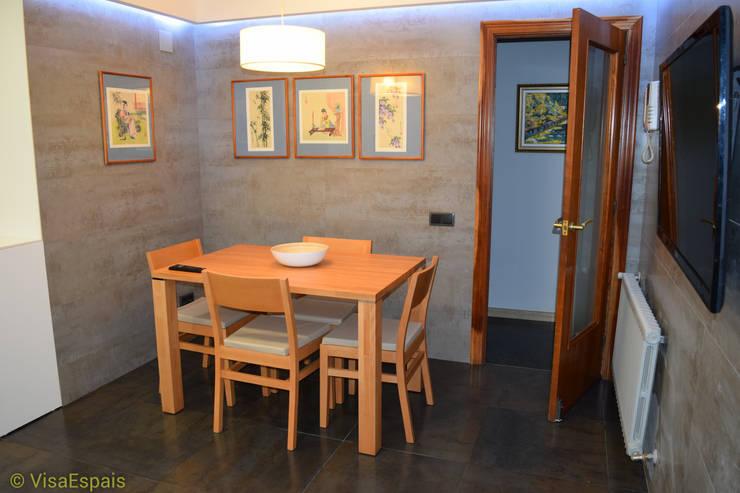 Reforma integral de cocina con office: Cocinas de estilo moderno de Visaespais