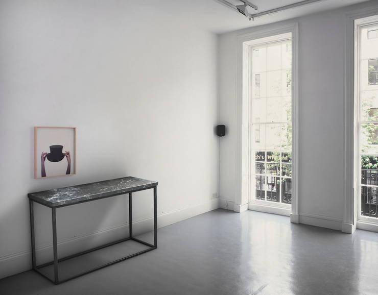 Kar Art Dekorasyon – Siyah Beyaz Mermer Düz Metal Ayaklı Dresuar:  tarz , İskandinav Mermer