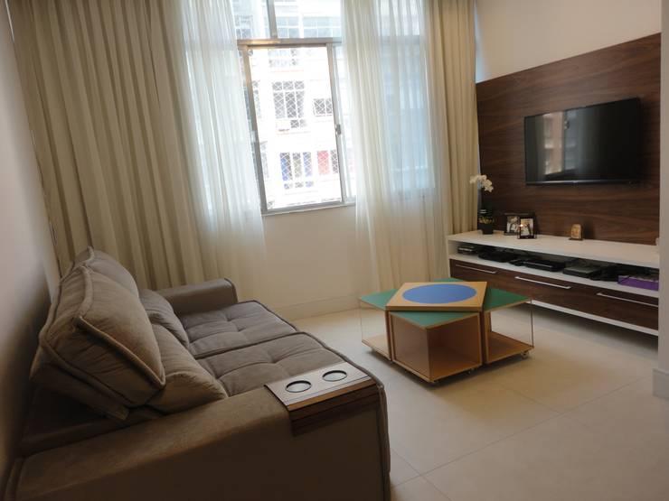 Sala de estar: Salas de estar modernas por Maria Helena Torres Arquitetura e Design