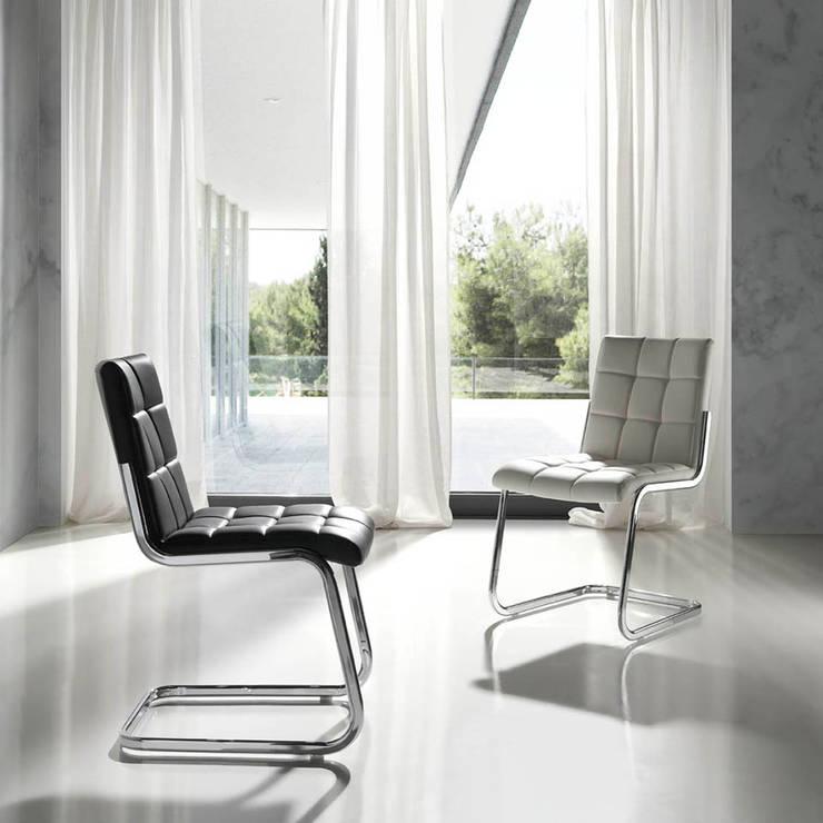 http://intense-mobiliario.com/pt/cadeiras/2312-cadeira-priu.html: Sala de jantar  por Intense mobiliário e interiores;