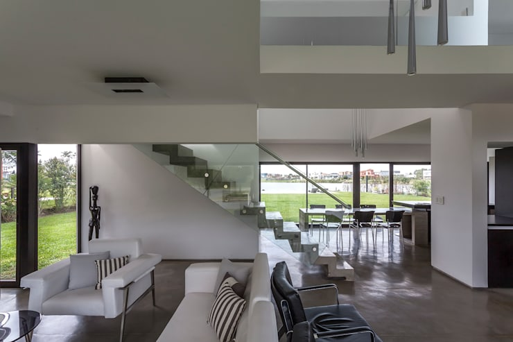 Casa San Benito: Livings de estilo moderno por Besonías Almeida arquitectos