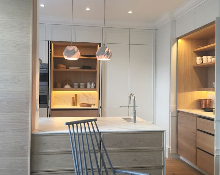 The White House: classic Kitchen by Etienne Hanekom Interiors