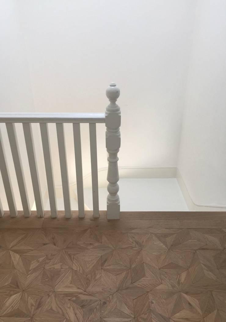 The White House:  Corridor & hallway by Etienne Hanekom Interiors