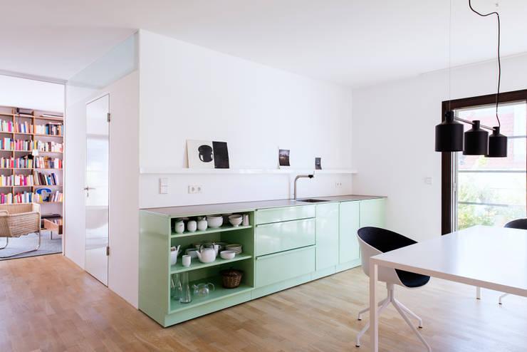 Estudios y oficinas de estilo  por popstahl Küchen