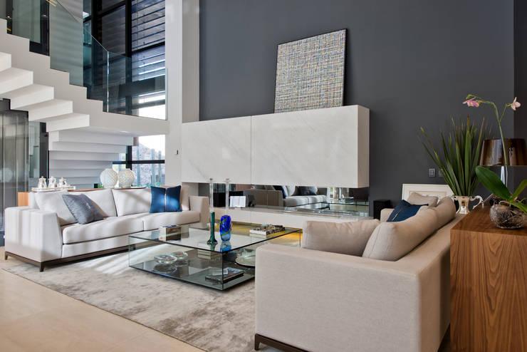 Living I: Salas de estar  por Studio Leonardo Muller