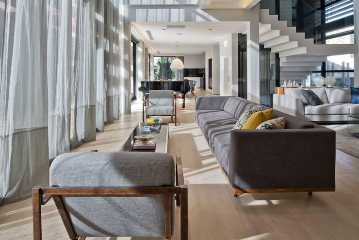 Living II: Salas de estar  por Studio Leonardo Muller