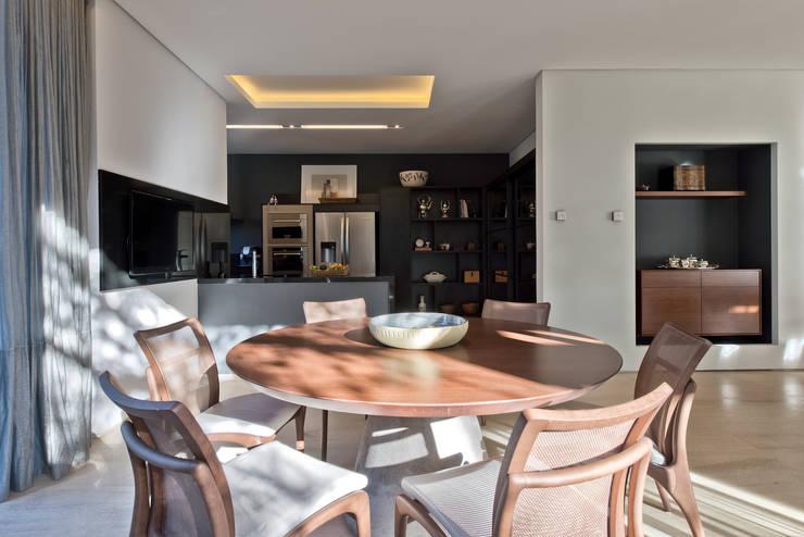 Sala de Jantar: Salas de jantar  por Studio Leonardo Muller